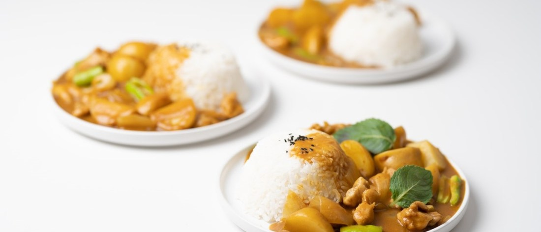 Curry meals on three dishes - Curry lessons