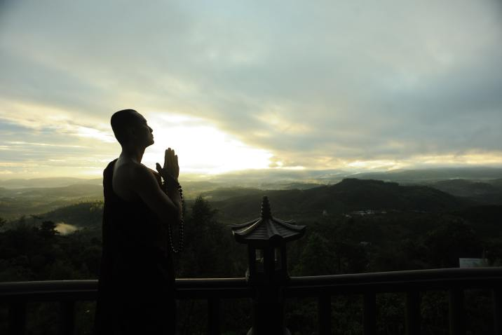 Monk practicing silence at sunset - Spectacle of silence